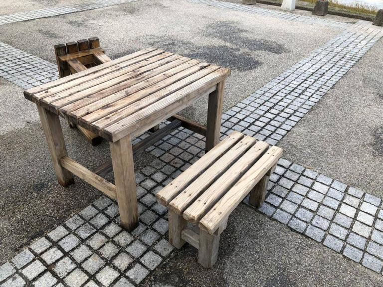木製の机・椅子の汚れ落としをしました